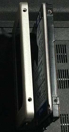標準のHDDとSDDで厚さが違う
